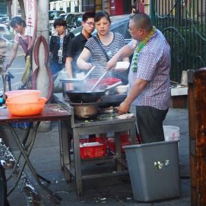 Deze Shanghainezen hebben het op een wokakkoordje gegooid; © Marjan Ippel
