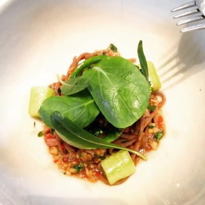 Voor deze foodshoot bij The Upper Room Bar in Antwerpen zijn obers, noch gerechten gekrenkt; © Marjan Ippel