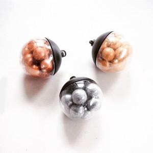 Met chocola gecoate dropkerstballen van Lakrids; © Marjan Ippel