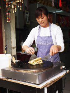 Jianbing-verkoopster in Beijing; © Marjan Ippel