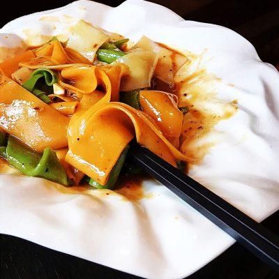 Liangpi cold skin noodles uit Xi'an; © Alice de Jong, Tokowijzer.nl